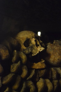 11-teeth skull catacombs